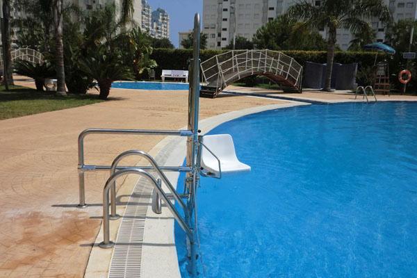 silla de piscina para discapacitados stairpool