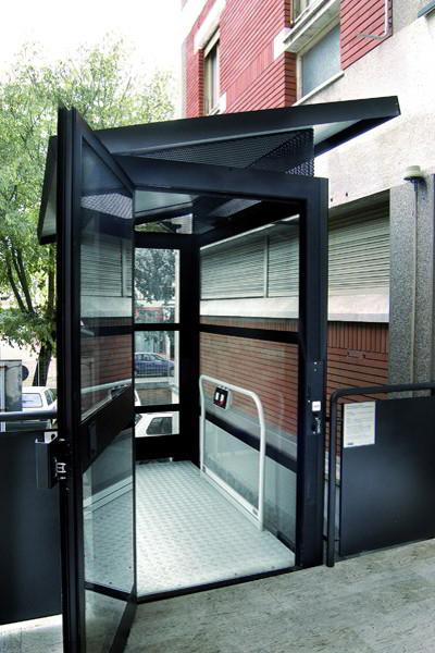 Salvaescaleras elevador vertical steppy de zubir for Salvaescaleras vertical